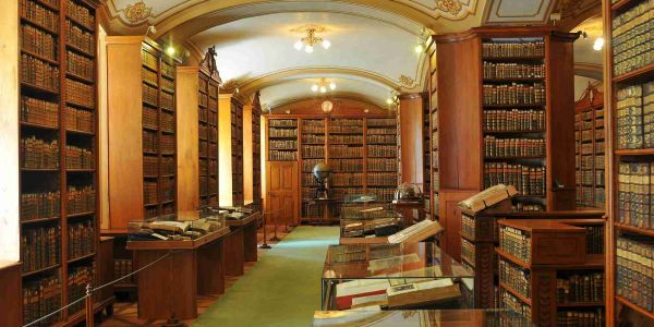 Kalocsai Főszékesegyházi Könyvtár